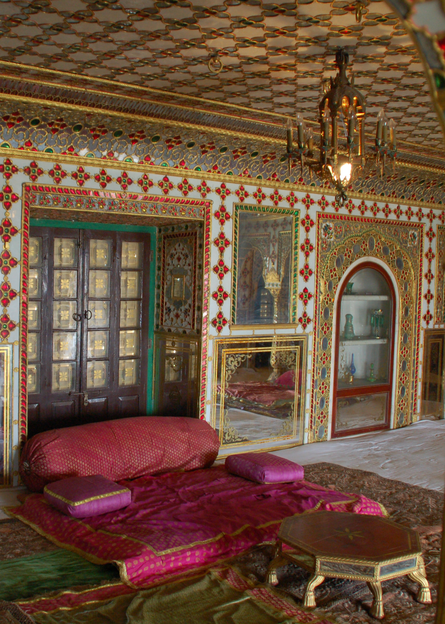 City palace jaipur historical facts and pictures the for Home architecture jaipur