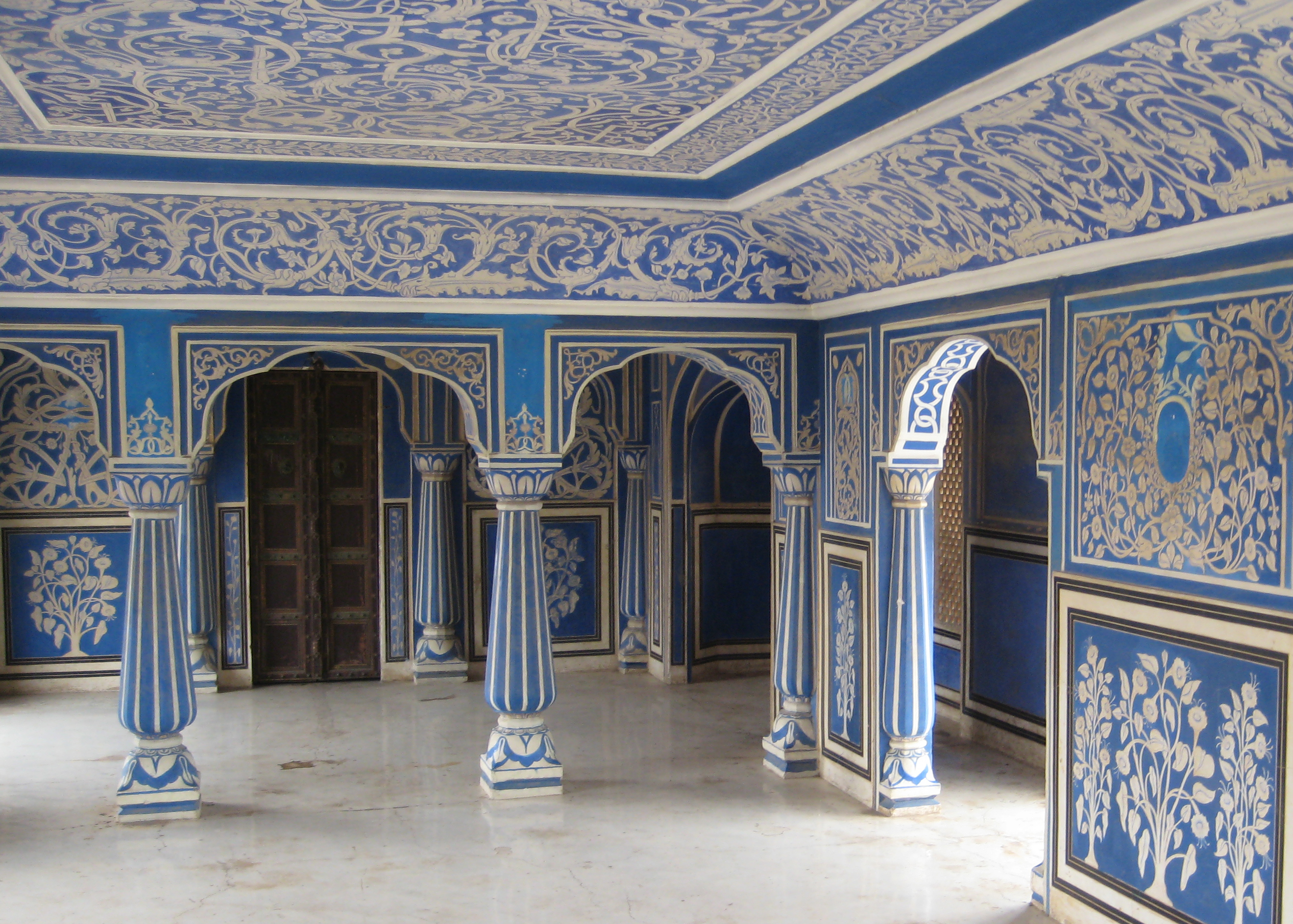 City palace jaipur historical facts and pictures the for Image city interiors