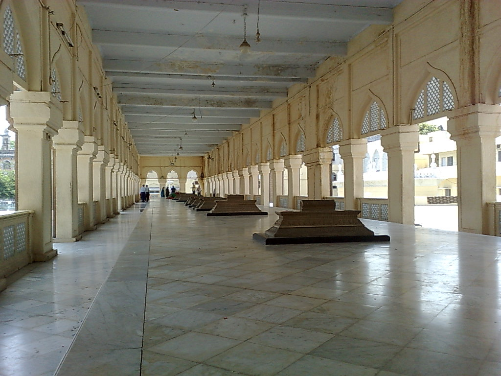 Mecca masjid historical facts and pictures the history hub for Pictures inside
