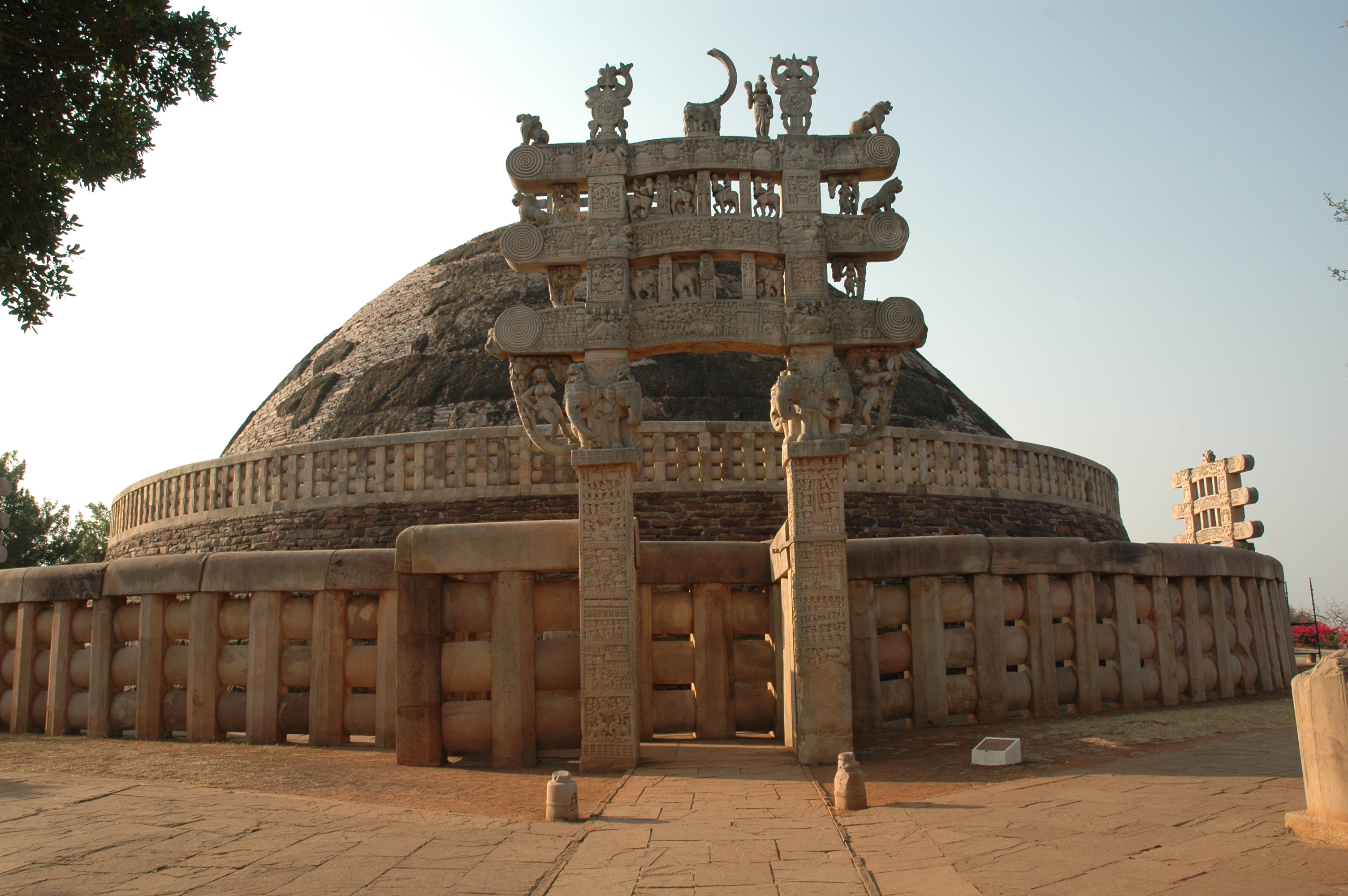 Sanchi stupa historical facts and pictures the history hub Indian building photos