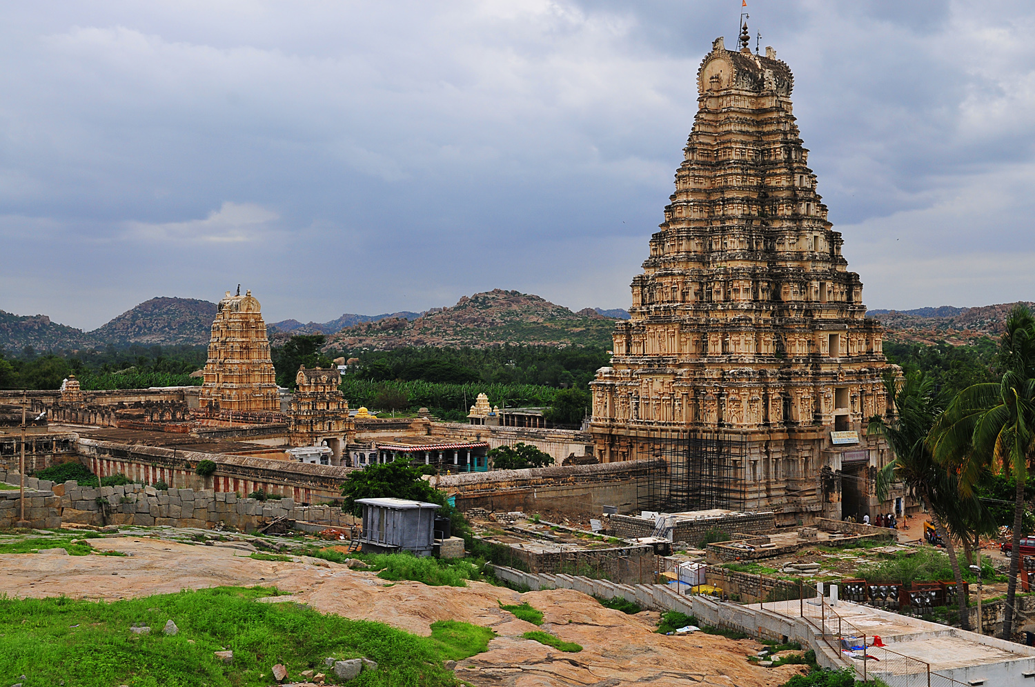 vijaynagar kingdom The kingdom of vijayanagar was founded by harihara and bukka, two of five brothers (surnamed sangama) who had served in the administrations of both kakatiya and kampili before those kingdoms were conquered by the armies of the delhi sultanate in the 1320s.