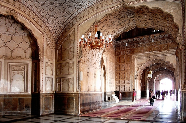 Badshahi Mosque Historical Facts and PicturesInside Badshahi Mosque