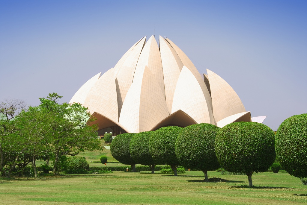 lotus temple Enter the sacred heart shrine this holy sacrament, emanating a high frequency, is a mighty transformer of energy and takes us through a portal to our own temple of.