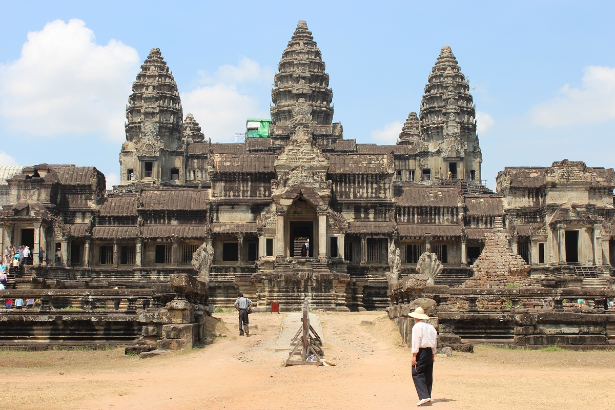 Angkor wat historical facts and pictures the history hub for Architecture khmer