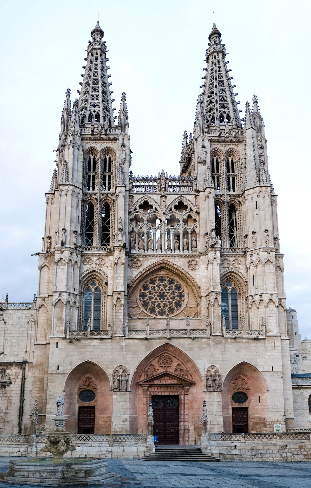 Burgos cathedral historical facts and pictures the for Imagenes arquitectura
