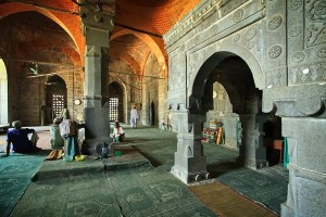 Sona Mosque Inside Pictures
