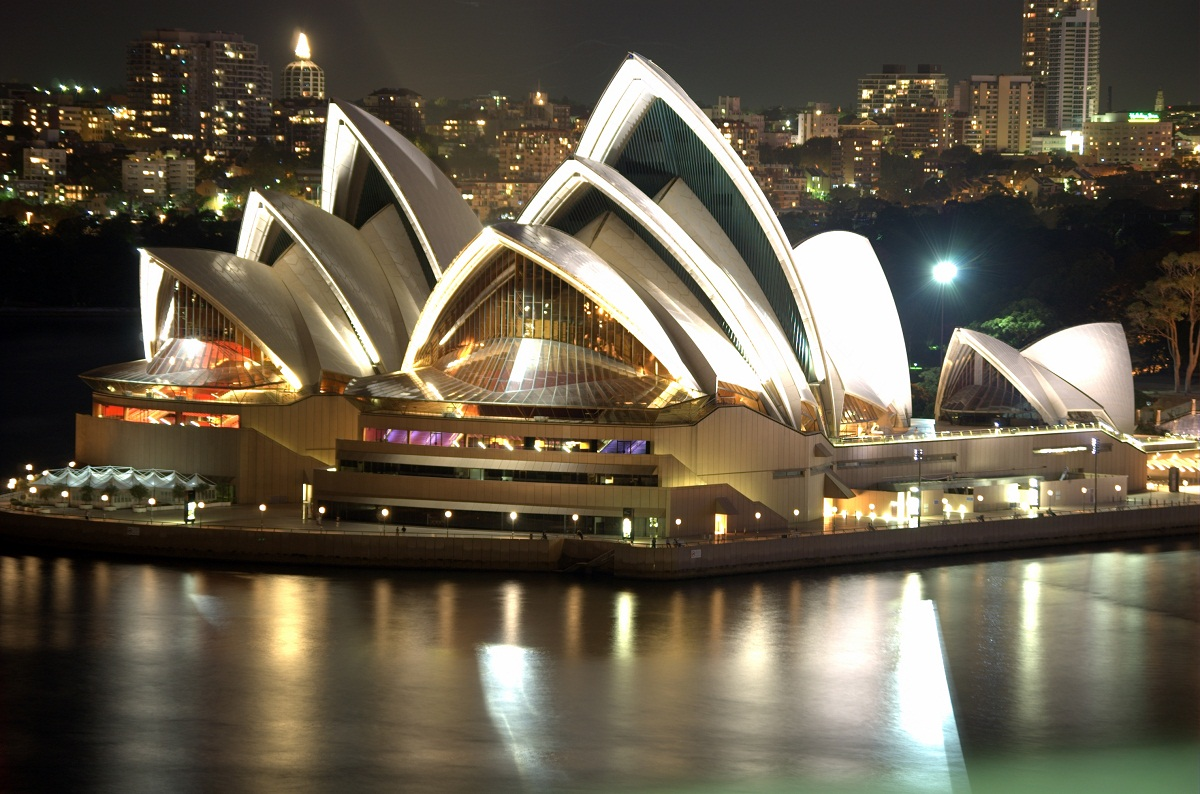 Sydney opera house historical facts and pictures the for Sydney opera housse