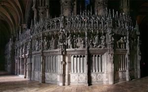 The Monumental Screen Around the Choir