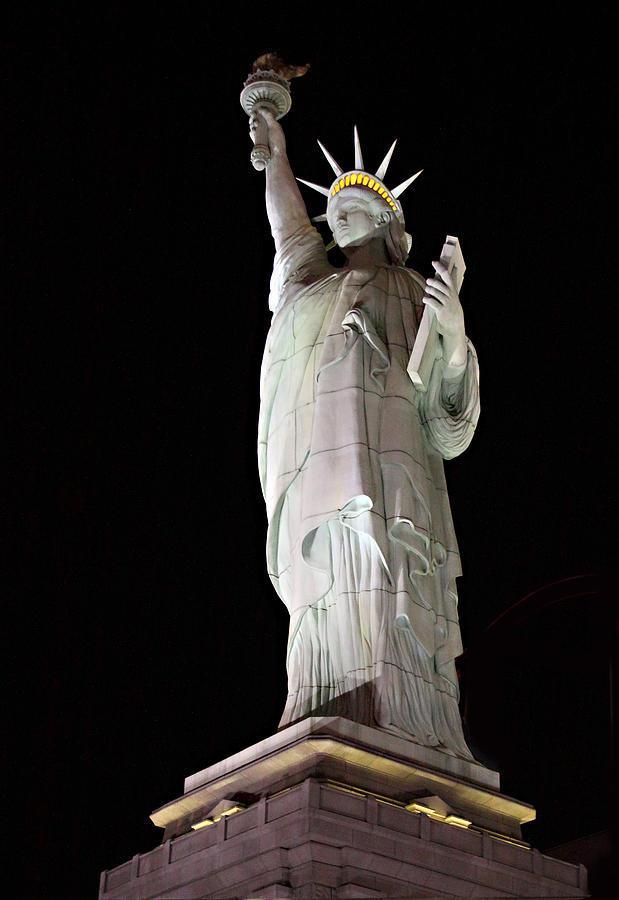 statue of liberty night - photo #34