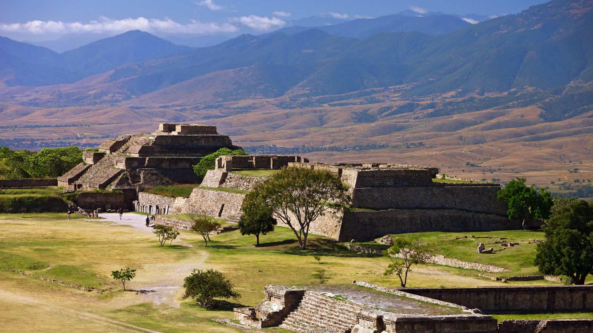 Monte alban in oaxaca historical facts and pictures the for Oaxaca to mexico city