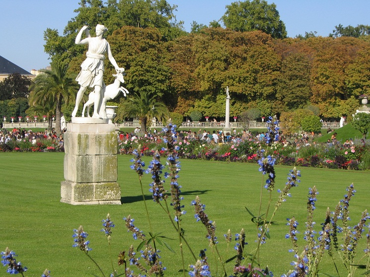 Jardin du luxembourg historical facts and pictures the for Bricoler dans le jardin
