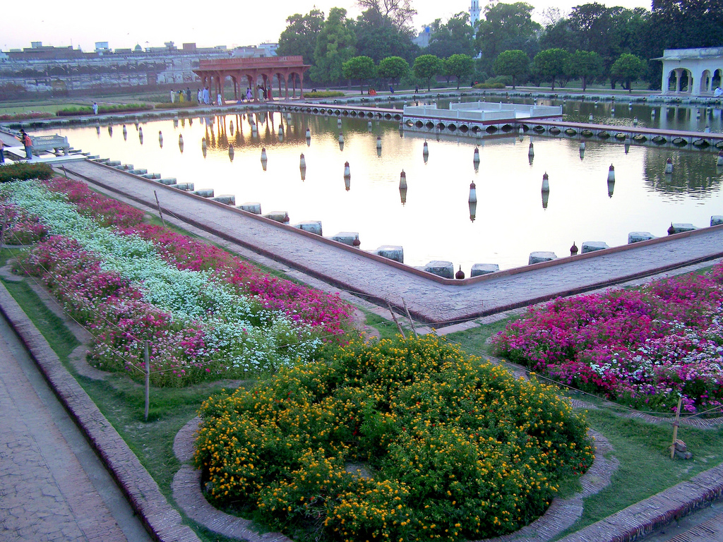 Shalimar gardens lahore historical facts and pictures for Garden designs in pakistan