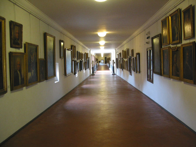 Vasari corridor historical facts and pictures the history hub - Corridor entrance ...